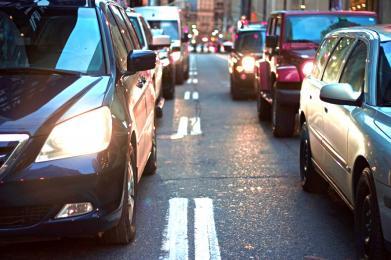 """Policjanci ostrzegają przed """"miganiem"""" światłami drogowymi"""