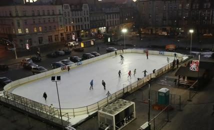 Otwarcie lodowiska sezonowego na pl. Sobieskiego