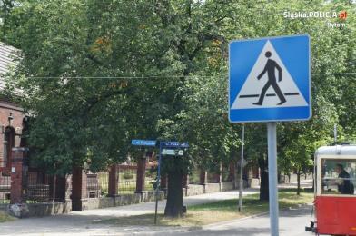 Potrącenie pieszego na pasach przez ciężarówkę