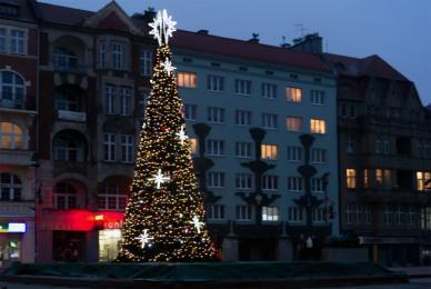 Świąteczne iluminacje i dekoracje już rozbłysły!
