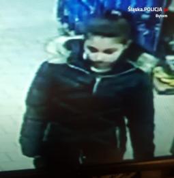 Rozpoznajesz kobietę? Ukradła torebkę 67-latce w Bytomiu