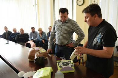 Defibrylatory AED pojawią w miejskich instytucjach