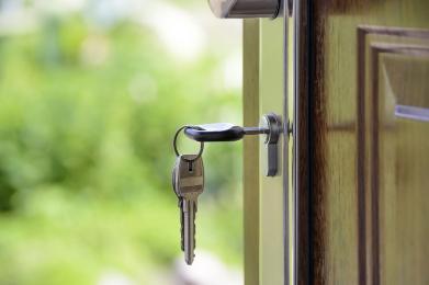 Chroń mieszkanie przez włamaniem