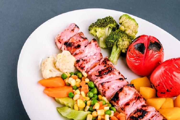 W jakich wariantach oferowany jest catering dietetyczny?