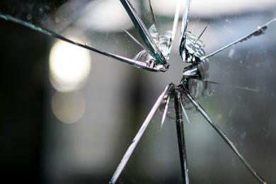 19-letni mieszkaniec Bytomia odpowie za zniszczenie samochodu